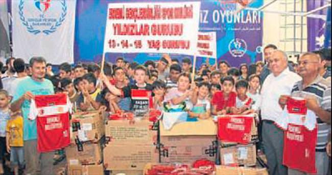 Genç sporculara malzeme yardımı