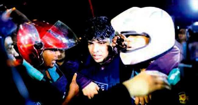 DAEŞ Bangladeş'te restoran bastı: 2 polis öldü, 20'den fazla rehine var