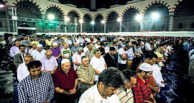 Çamlıca Camisi'nde Kadir Gecesi coşkusu