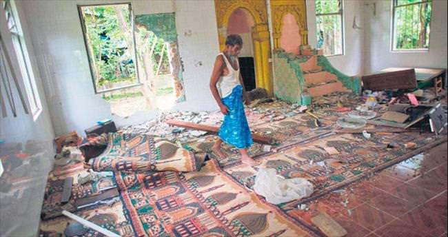 Myanmar'da camilere saldırı sürüyor