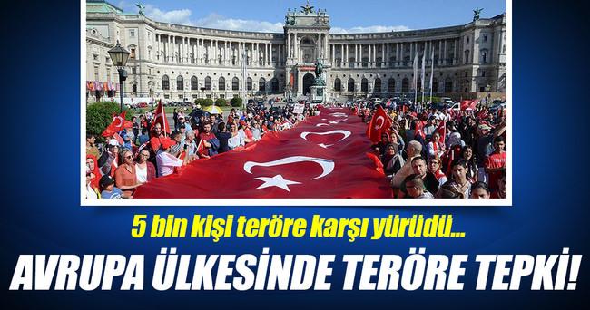 Avusturya'da 'teröre tepki' yürüyüşü!