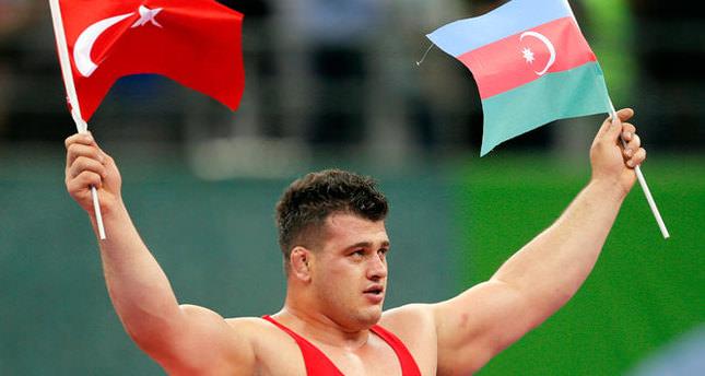 Milli güreşçilerden 2 şampiyonluk!