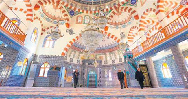 Cami ve mezarlıklara bayram dokunuşu