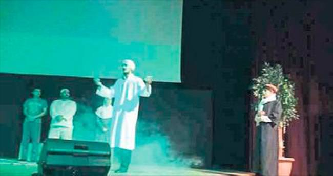 'Bedüizzaman' Isparta'da sahnede