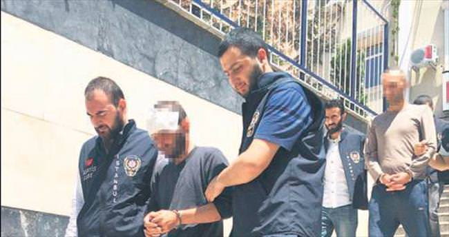 Yarı çıplak marketçi maskeli hırsıza karşı