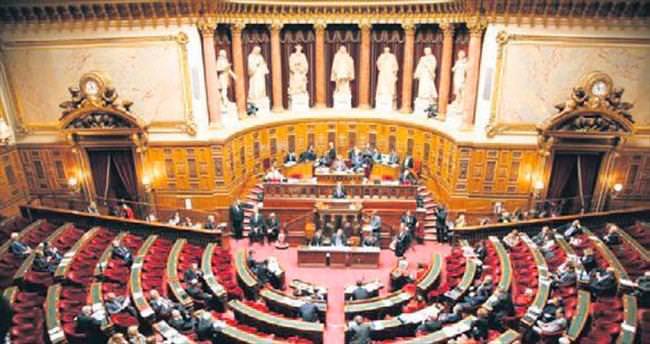 Fransa'da 'soykırımı inkâr' yasası onaylandı