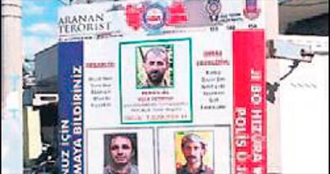 Aranan teröristlerin broşürünü dağıttılar