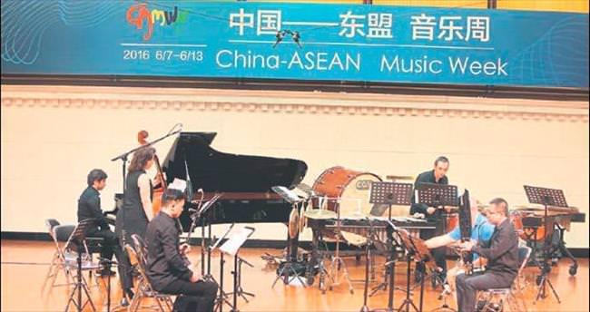 Ödüllü piyanist Atakan Sarı Çin'de konser verdi