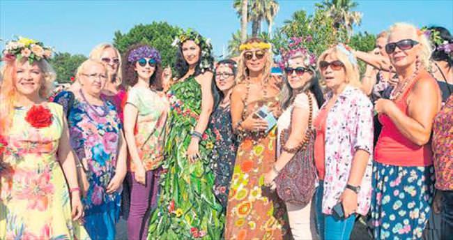 Kadınlar Antalya'da turizm için çiçek açtı