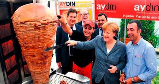 Merkel döner kesti