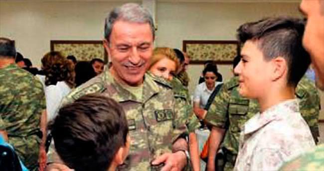 Org. Akar, bayrama Mehmetçik ile girdi