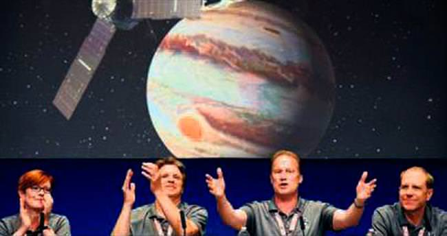 'Juno' Jüpiter'in yörüngesine girdi