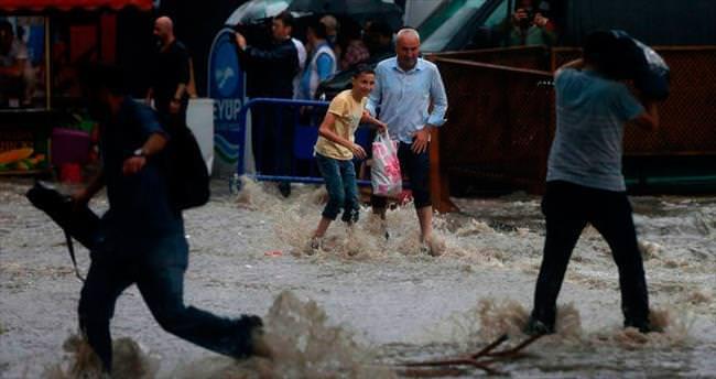 İstanbul'a bayram sabahı yağış şoku