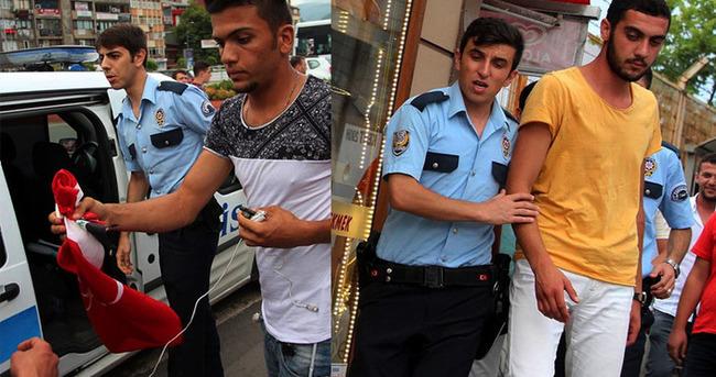 Iraklı genç Türk bayrağını polislere gösterdi