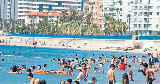 Antalya sahillerinde bayram yoğunluğu