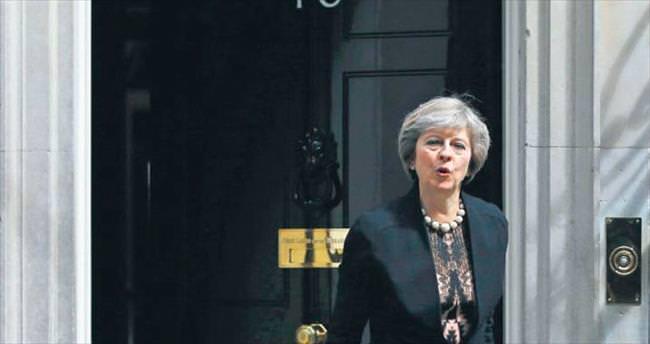Theresa May başbakanlık için favori aday