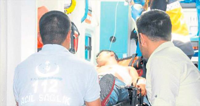 Maganda çocuk polisi bıçakladı