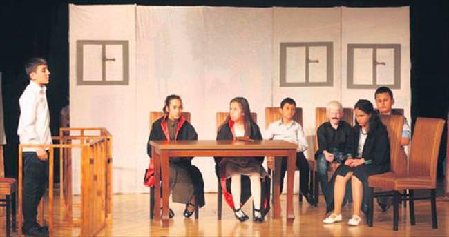 Minik tiyatroculardan ezber bozan performans