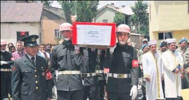 Şehit korucu için askeriyede tören