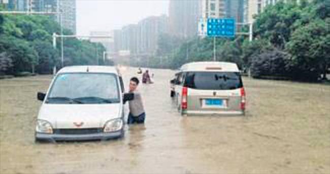 Çin'de şiddetli yağışlar 140 cana mal oldu