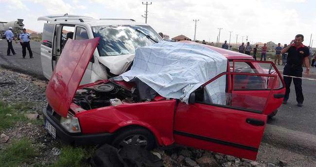 Aksaray'da minibüs ile otomobil çarpıştı: 2 ölü, 3 yaralı