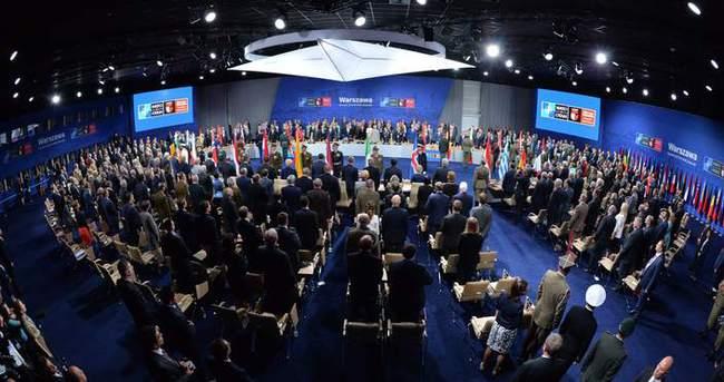 NATO Zirvesi, hayatını kaybeden NATO askerleri için saygı duruşuyla başladı