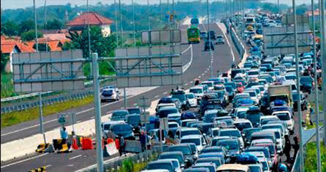 Trafikte beklerken 18 kişi öldü