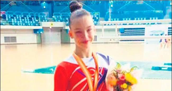 Genç sporcuya ünlülerden tebrik yağdı!