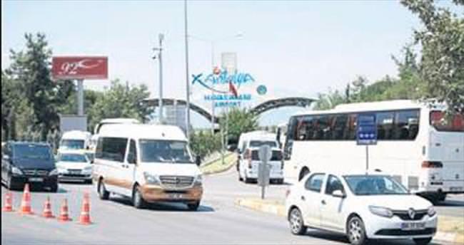 Havalimanında tatil yoğunluğu