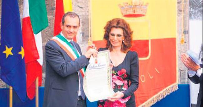 Loren, Napoli'nin onursal vatandaşı