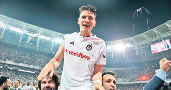 Kartal, Gomez'i kutladı!