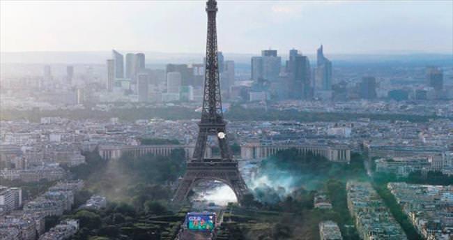 Paris'te olaylı gece