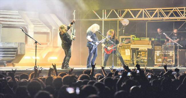 İstanbul'dan Megadeth geçti