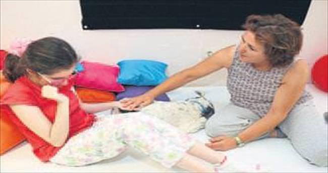 Köpekle terapi engelleri aşıyor