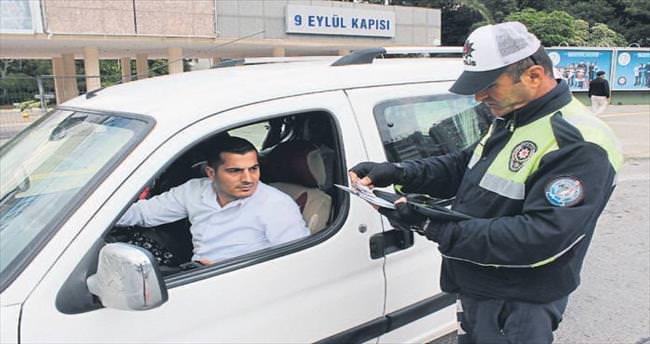 İzmir'in trafik şubesi denetim rekoru kırdı
