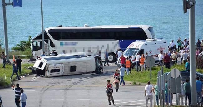 Giresun'da otobüs ile minibüs çarpıştı