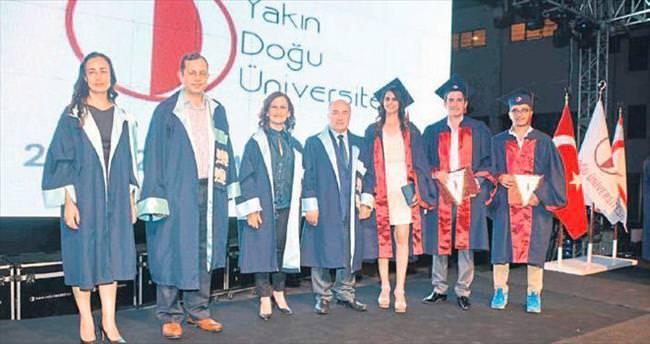 Mimarlık fakültesinde mezuniyet heyecanı
