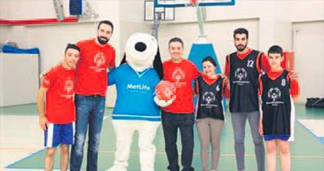 MetLife 'Oyun Birlikte, Hayat Birlikte' diyen sporcularla el ele