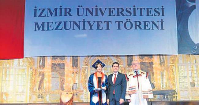 Türkçe bilmeden geldi, birincilikle mezun oldu