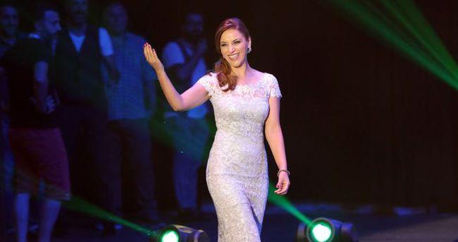 Şarkıcı Zara 4 yıllık eşinden boşandı
