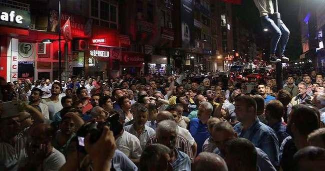 Darbe girişimine karşı Rize'de halk sokağa döküldü
