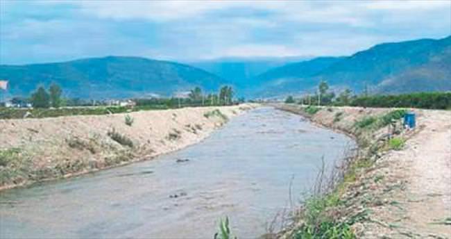 Köyler ve araziler taşkından korundu