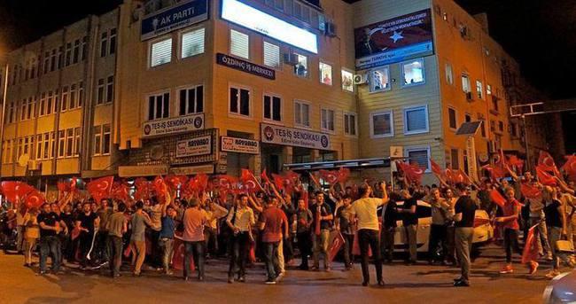 Edirne, Kırklareli ve Tekirdağ'da vatandaşlar askeri kalkışmaya tepki gösterdi