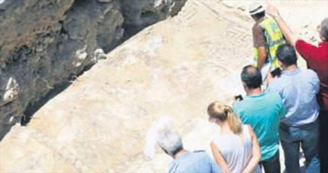 Kanalizasyonda Roma mozaiği...