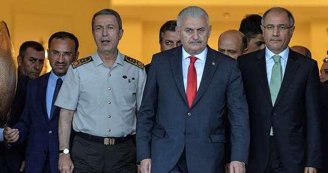 Başbakan Yıldırım'dan yaralı polis müdürüne ziyaret