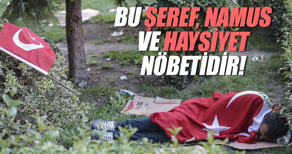 Halk Türkiye bayrağına sarılarak uyudu!