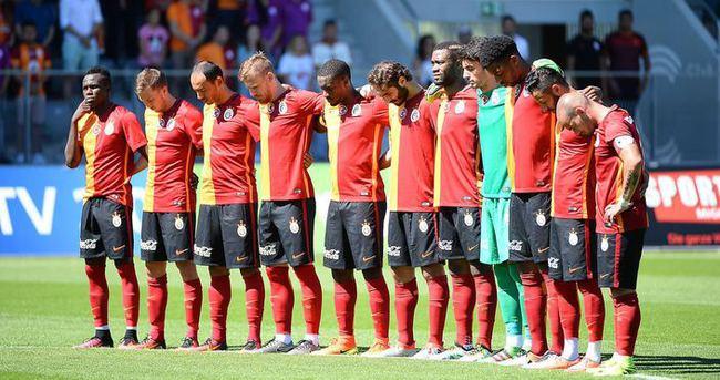 Galatasaray'ın hazırlık maçında saygı duruşu