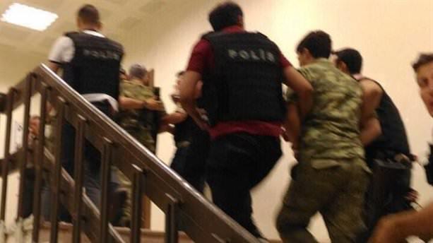 Ankara'da 29 general, 2 bin 389 asker gözaltında