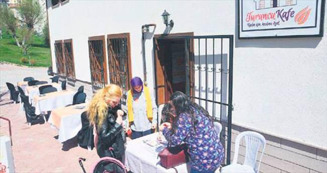 Kadınlar Turuncu Kafe'de buluşuyor