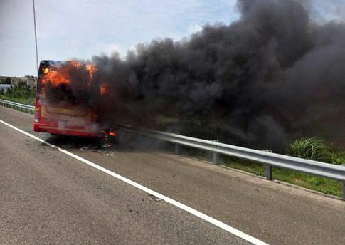 Tur otobüsü alev aldı: 26 ölü